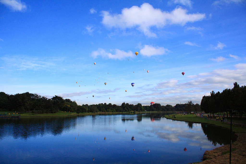 Balloons over Parque Simon Bolivar (photo: Diego Vanegas)