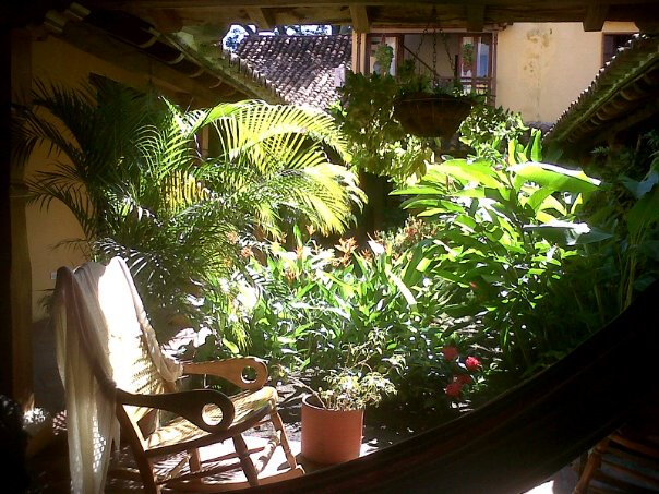 Inside Casa Amarilla, Mompx