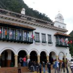 Monserrate – Look up to find your way