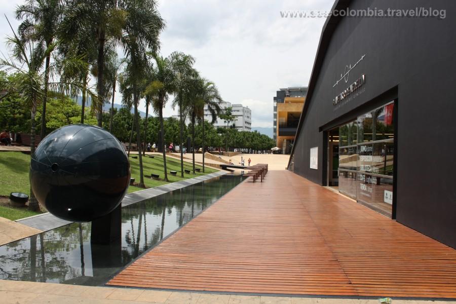 El Planetario, ubicado al otro costado del Parque Explora y el Jardín Botánico.