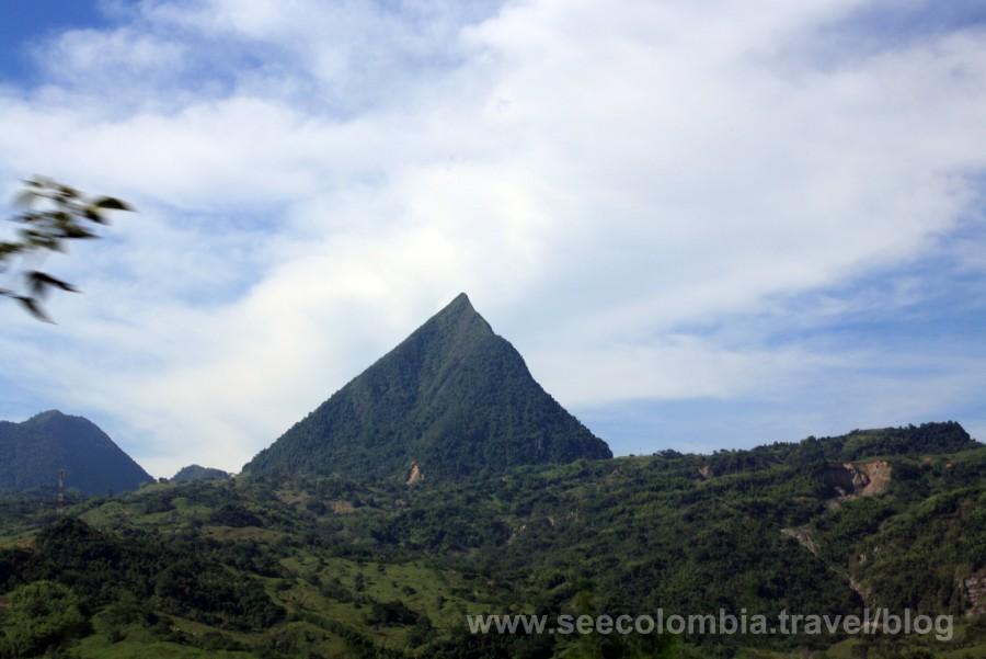 Un Paisaje increíble que encontramos camino a Jardín desde Medellin conocido como el Cerro Tusa.