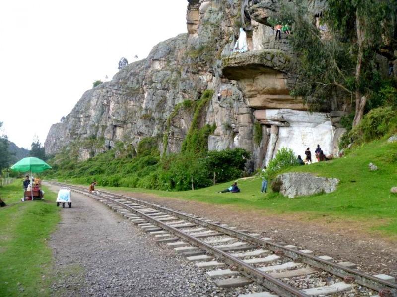 Train tracks running through Suesca