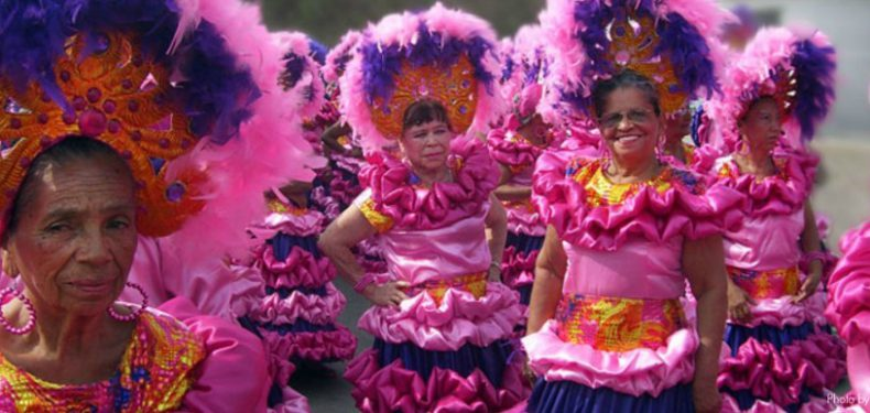 carnival-of-barranquilla-pink-ladies2-1024x387