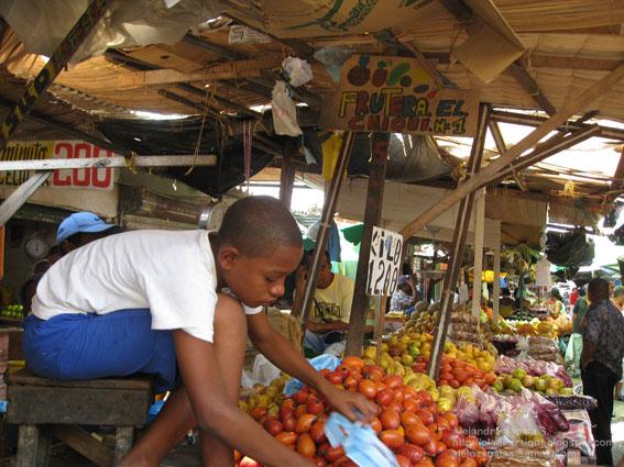 Bazurto markets. Image courtesy of Off 2 Colombia.
