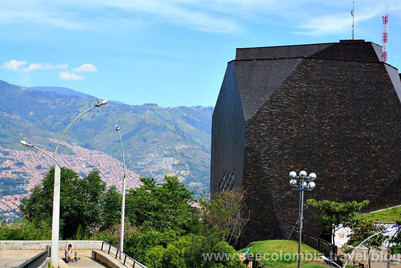 Bibloteca Espanha en Medellin