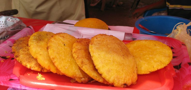 Arepas_de_huevo (Photo: Jdvillalobos on Wikipedia)