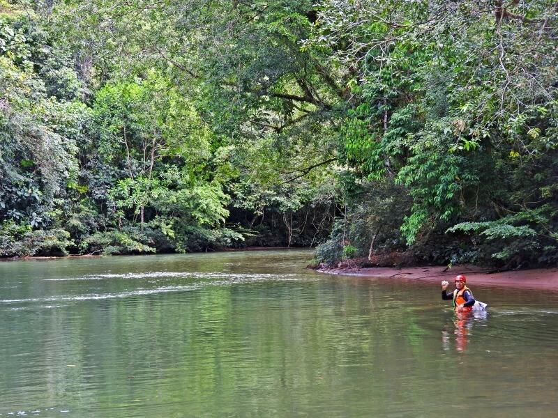 Partiendo río arriba para explorar El Horeb