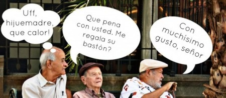 Viejos hablando en jerga colombiana